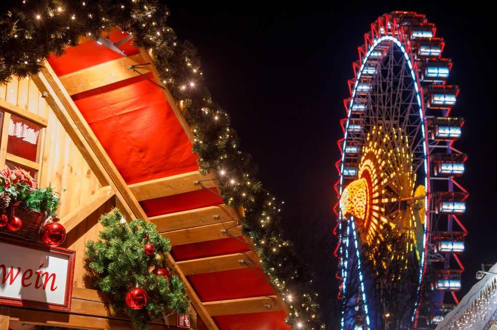 Dusseldorfs Reuzenrad bij Kerstmarkt